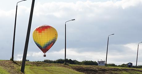 Heißluftballon über dem Grenzlandmuseum