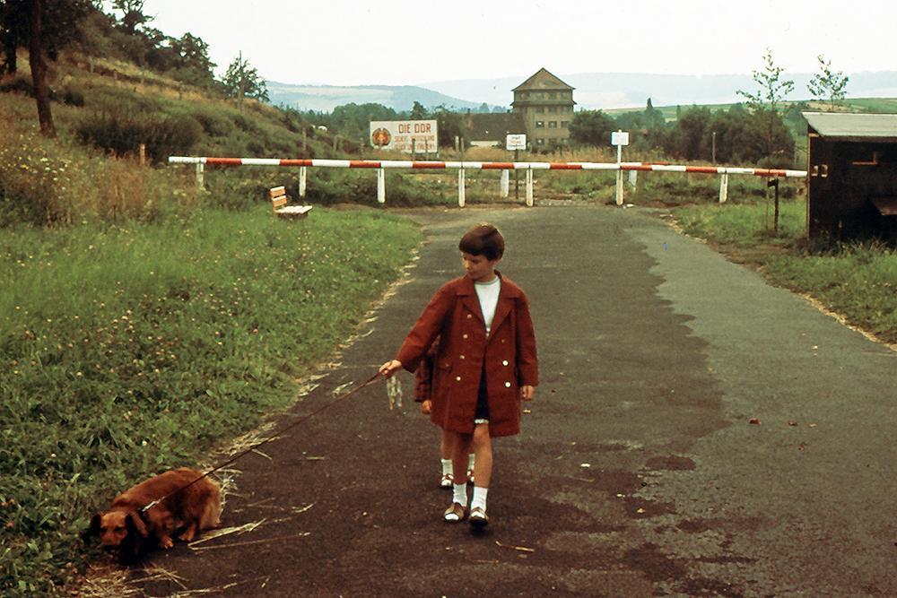 Kinder vor innerdeutsche Grenze